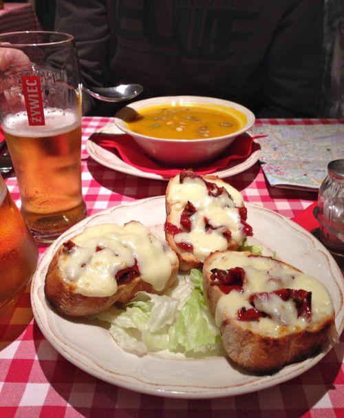 Kürbissuppe und Bruschetta