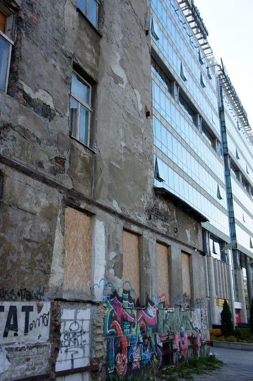 Verfallende Altbauten in Warschau